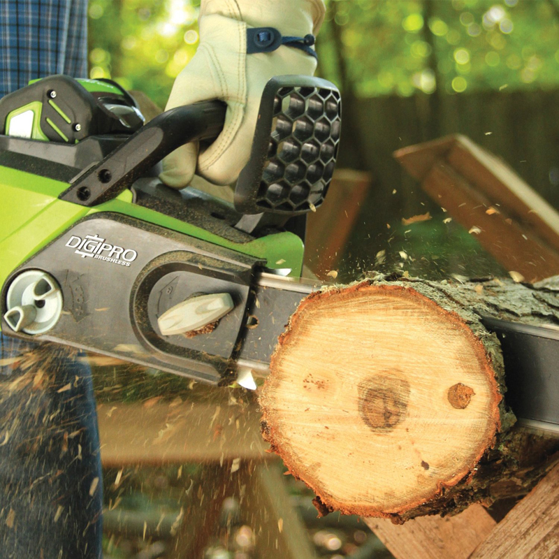 GD40CS40_40V Chainsaw 40cm_Action (2)_800.jpg